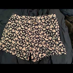 Flower print shorts, 5 inch in length